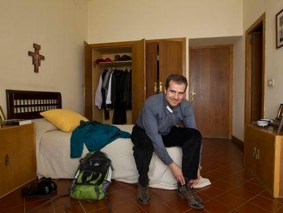 Xavier Novell, en 2012 en su habitación del obispado de Solsona (Lleida).