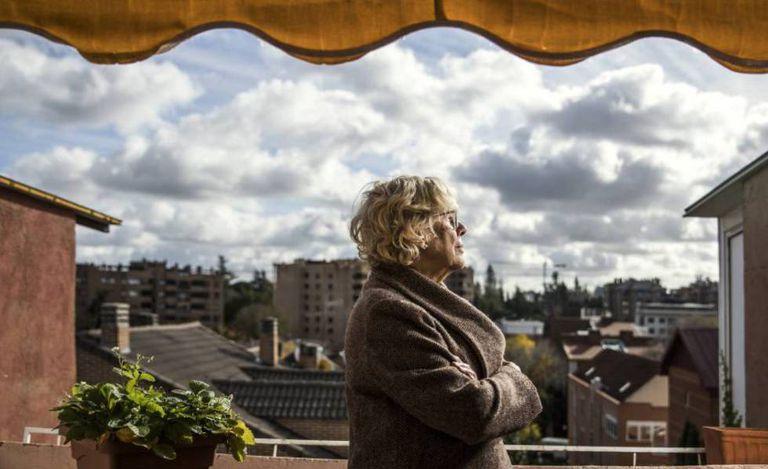 La exalcaldesa de Madrid Manuela Carmena, víctima de un bulo reciente, en su casa el pasado 27 de noviembre.