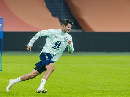 Morata, durante el entrenamiento de la selección en Ámsterdam. / RFEF