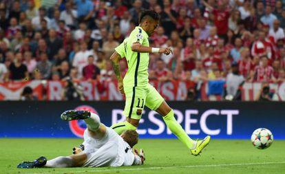 Neymar logra el primer gol azulgrana.