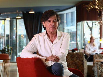 El bioquímico Carlos López Otín, en un hotel de Madrid, en abril.