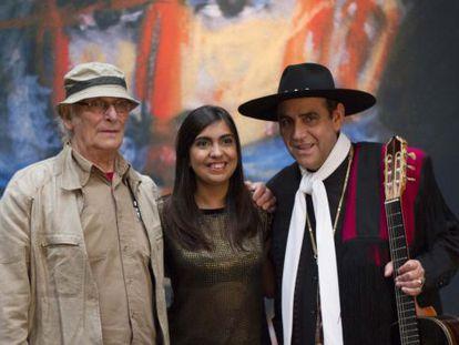 Carlos Saura (izquierda), cuando presentó en Buenos Aires con el ballet de Koki y Pajarín Saavedra su película <CF1123>Zonda, folclore argentino.