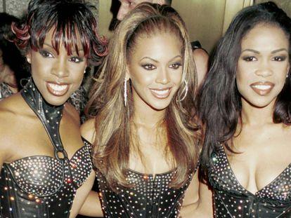 Las componentes de Destiny's Child, Kelly Rowland, Beyoncé Knowles y Michelle Williams, en los MTV Video Music Awards, en 2000.