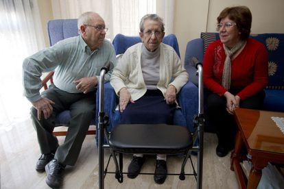 Familia afectada por los recortes en Dependencia en 2012.