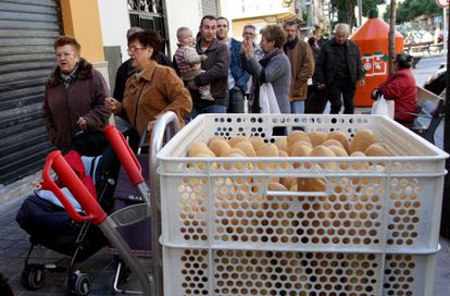 La cola para comprar el pan en Quart de Poblet