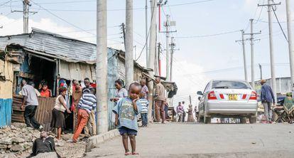 Una calle de Mathare, uno de los 'slums' de Nairobi (Kenya).