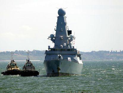 El 'HMS Defender', de la Armada Real británica, llega al puerto de Odesa el pasado 18 de junio.