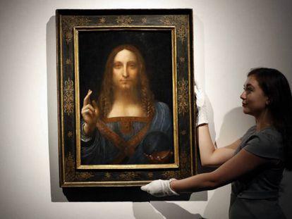 """El cuadro """"Salvator Mundi"""" en la casa de subastas Christie en octubre."""