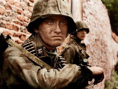 Soldados de las Waffen-SS en campaña.