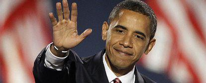 El candidato demócrata, Barack Obama, saluda durante su discurso en el Grant Park de Chicago.