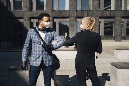 """""""Los rostros cubiertos con mascarillas quirúrgicas pueden ser juzgados como más atractivos que aquellos que no lo están"""", concluye el estudio 'Beauty and the mask' elaborado por investigadores de la Universidad de Pensilvania (EE UU)."""