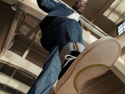 La nueva colaboración entre H&M y Good News incluye modelos de calzado basados en materiales reciclados.