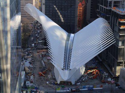 Fachada exterior del vestíbulo de la estación del World Trade Center, diseñado por Santiago Calatrava.
