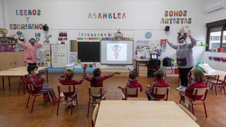 Alumnos del colegio Reina Sofía de Totana (Murcia) el 22 de octubre, primer día de vuelta a las aulas desde el mes de marzo.