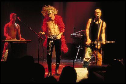 Fabio McNamara y Luis Miguélez durante una de las pocas presentaciones en directo del disco 'Rockstation'.
