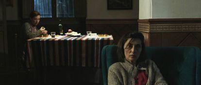 Mercedes Hoyos e Isabel Ampudia, en el filme.