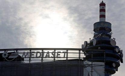 La torre de telecomunicaciones en la sede de Mediaset, en Milán.