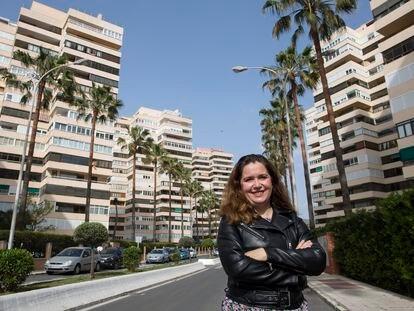Elena Carnero Naharro administra una comunidad con 568 vecinos en Torremolinos (Málaga).