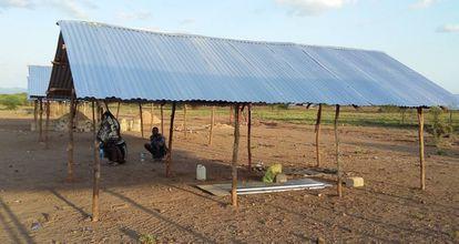 Uno de los alojamientos que se están habilitando en el campo de refugiados de Kalobeyey (Kenia)