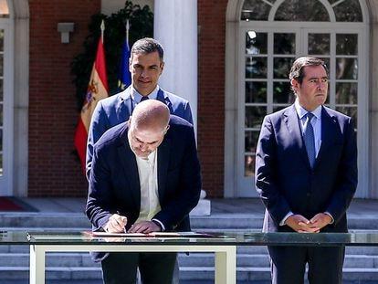 Firma el acuerdo para la reforma de las pensiones.