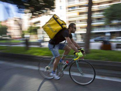 Un repartidor de Glovo en Barcelona.