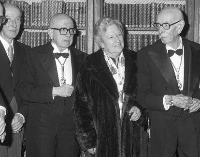 Toma de posesión de su sillón en la Academia de la Lengua de Carmen Conde, la primera mujer, en 1979.