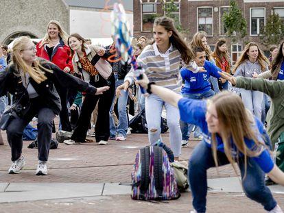 Juegos en la primera semana de clase en una escuela de Leiden (Países Bajos), el 16 de agosto.