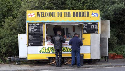 Un puesto de comida en Berwick Upon Tweed (Inglaterra), cerca de la frontera con Escocia, el 8 de septiembre