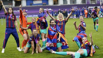 The FC Barcelona players celebrate the Champions League title achieved in 2020, the first for women in Spanish football.