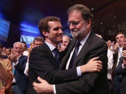 Pablo Casado y Mariano Rajoy en el congreso del PP del 21 de julio.