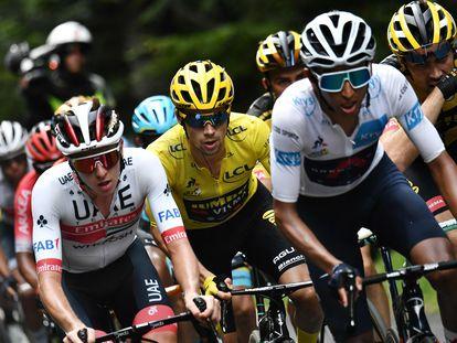 Tadej Pogacar, Primoz Roglic y Egan Bernal durante la decimotercera etapa del Tour de Francia este viernes 11 de septiembre