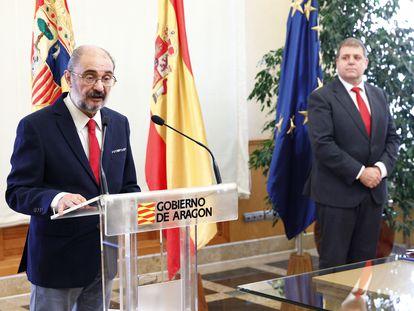 El presidente del Gobierno de Aragón, Javier Lambán (izquierda), el pasado martes en un acto con el presidente de Correos, Juan Manuel Serrano.