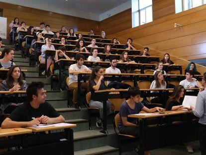 Examen de Selectividad en la Facultad de Odontología de la Universidad Complutense de Madrid.