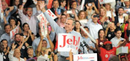 Jeb Bush celebra el anuncio de su candidatura a las elecciones presidenciales.