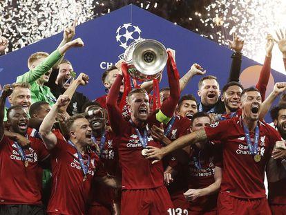 Los jugadores del Liverpool celebran el triunfo en la final de la Champions League de 2019.