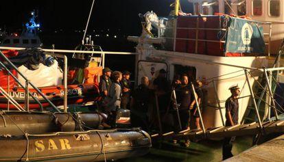La embarcación Iuventa, de la ONG Jugend Rettet, atracada en el puerto de Lampedusa, este miércoles