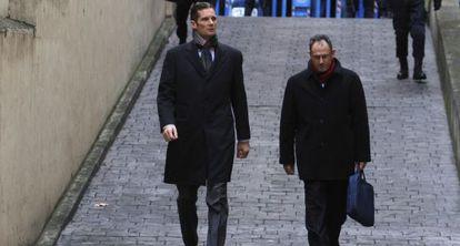 Urdangarin y Mario Pascual Vives, el 23 de febrero, junto a los juzgados de Palma.
