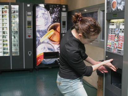 Máquinas expendedoras de refrescos, alimentos Y café.