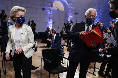 La presidenta de la Comisión Europea, Ursula von der Leyen, y el primer ministro de Portugal, António Costa, durante la cumbre social de Oporto de este viernes.