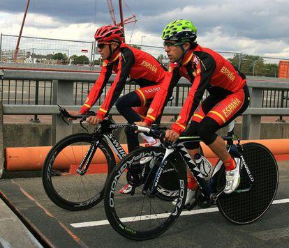 Contador y Castroviejo en el reconocimiento previo del recorrido del Mundial contrarreloj.