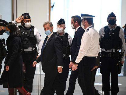 Nicolas Sarkozy en su llegada al tribunal, este lunes en París.