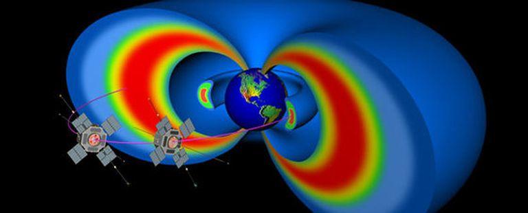 Representación artística de la estructura de los cinturones de radiación de Van Allen y de las trayectorias seguidas por los satélites geoestacionarios.