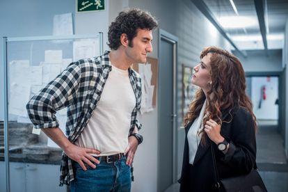 Miki Esparbé e Itsaso Arana, en 'Reyes de la noche'.