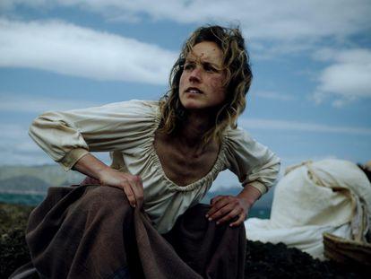Mujeres huyendo de los corsarios sarracenos, en una recreación de la serie 'Piratas en Baleares'.