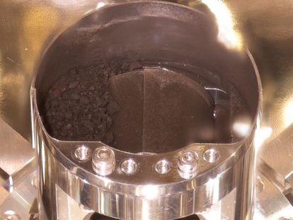 Una de las cápsulas con material del asteroide Ryugu.