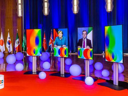 Angela Merkel y Mario Draghi, en las pantallas del foro Soluciones Globales durante su intervención conjunta el 28 de mayo.