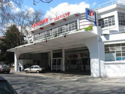<strong>Usos o desusos.</strong> La última propuesta del Ayuntamiento de Vitoria es convertir la gasolinera Goya (1934), ejemplo del racionalismo vasco, en el Centro Alberto Schommer de Fotografía. Pero no es un edificio preparado para conservar colecciones de arte.