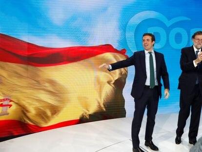 El expresidente del Gobierno Mariano Rajoy, y el presidente del PP Pablo Casado, durante la convención del PP en enero de 2019.