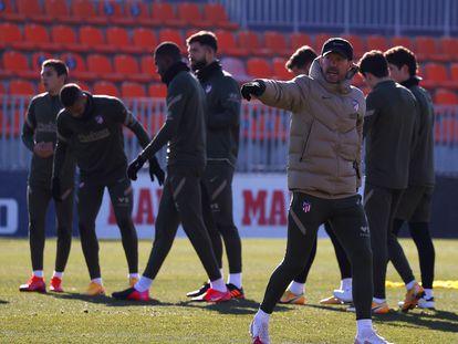 Simeone, durante el entrenamiento del Atlético el martes pasado, un día antes de caer eliminado en la Copa del Rey ante el Cornellà, equipo de Segunda División B.