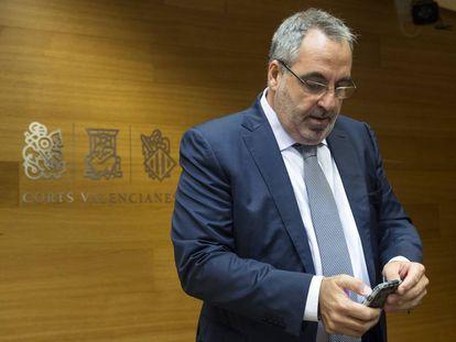 El empresario Vicente Cotino en las Cortes valencianas.